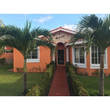 Villa En Venta Con Acceso A La Playa